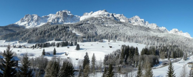 Panorama vallata d'inverno